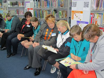 HU4K Volunteers and Parkfield PS children demonstrate how HU4K reading session works for Governor and his wife.